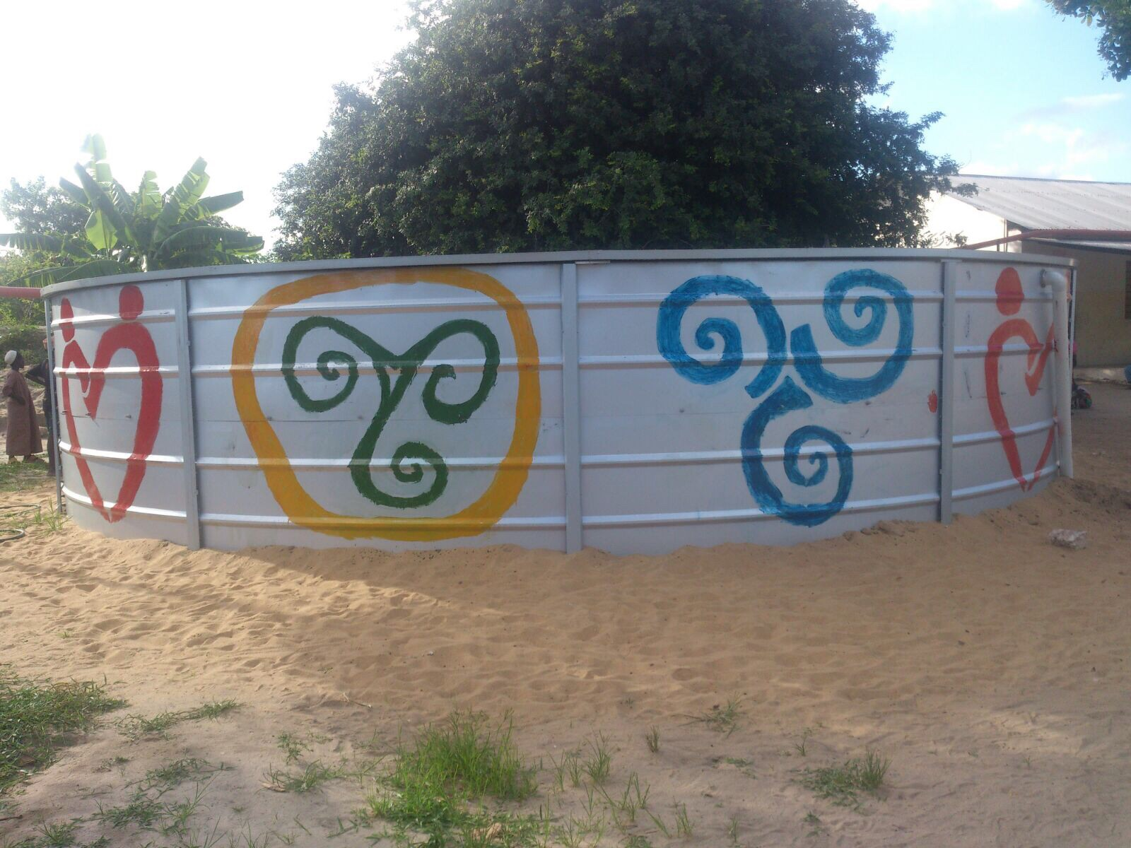Water tank installed at Doctors World Wide Clinic in Milindi and decorated by the local children with triskels!